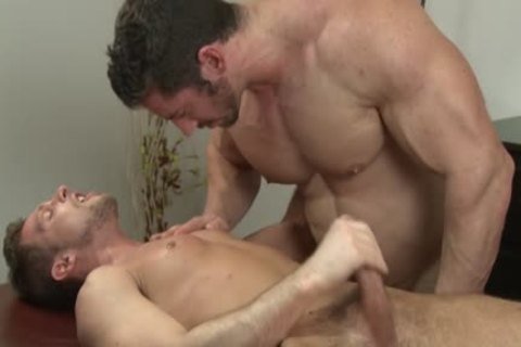 Muscle Bodybuilder blow job And Massage